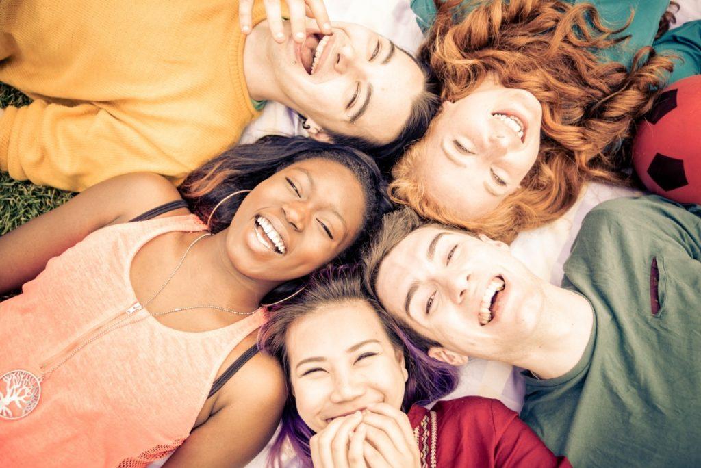 Soñar con amigos - ¿Qué significa? 2020
